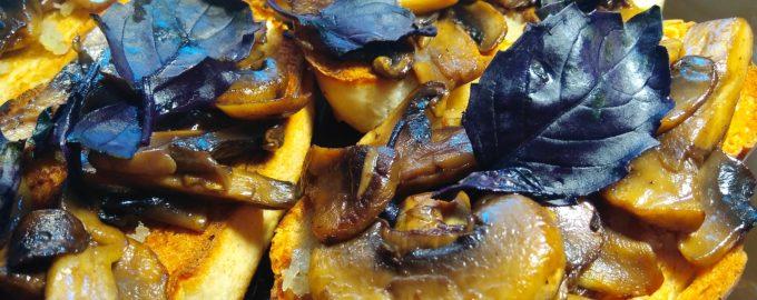 Брускетта с грибами (бутерброды)
