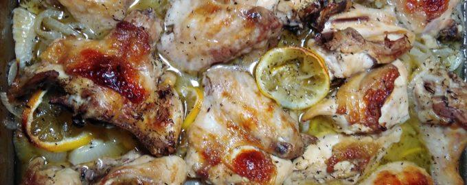 Запеченая курица с лимонами и белым вином