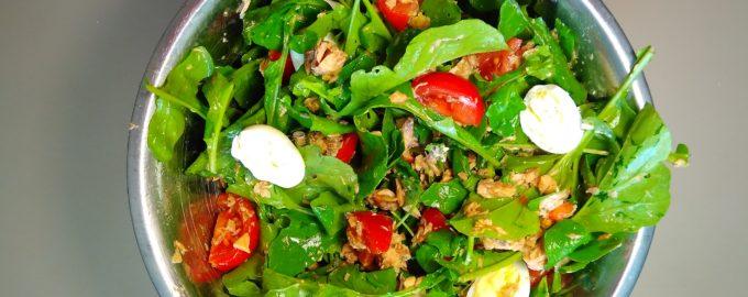 Салат с рукколой и рыбой