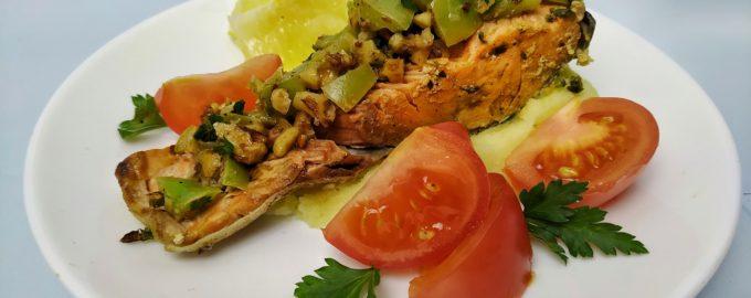 Семга в духовке, запеченная рыба с овощами и орехами