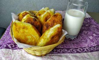 Жареные пирожки с яйцом и луком