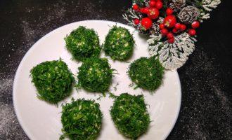 Закуска - сырные шарики с маслинами