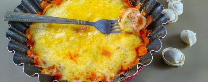 Пельмени в соусе под сыром