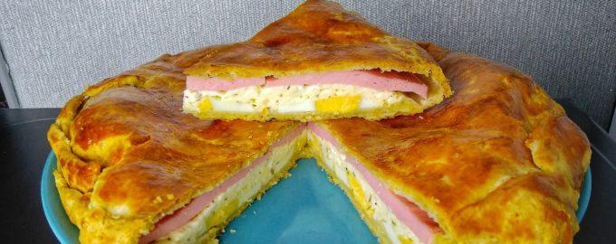 Пирог с сыром и колбасой