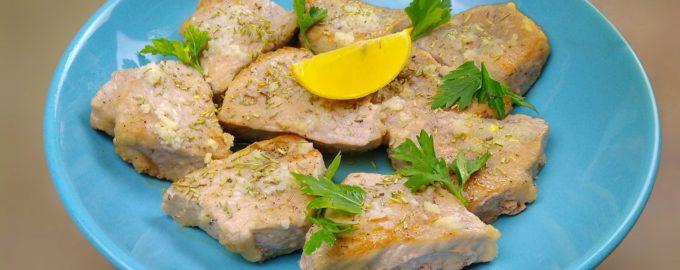 Свинина в соусе с чесноком и лимоном