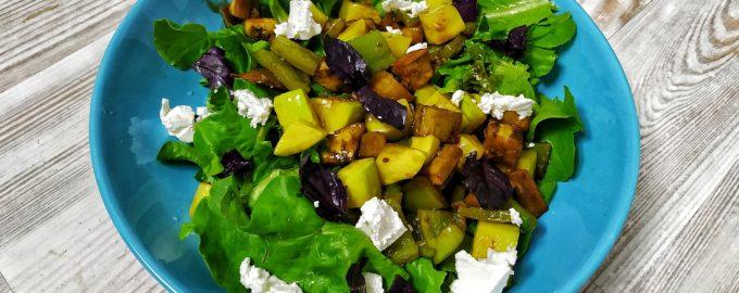 Теплый салат с запеченными овощами