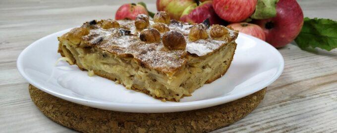 Яблочный пирог с орехами и корицей