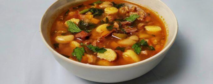 Венгерский суп с копченостями - Боб левеш