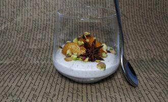 Десерт с хурмой и фисташками