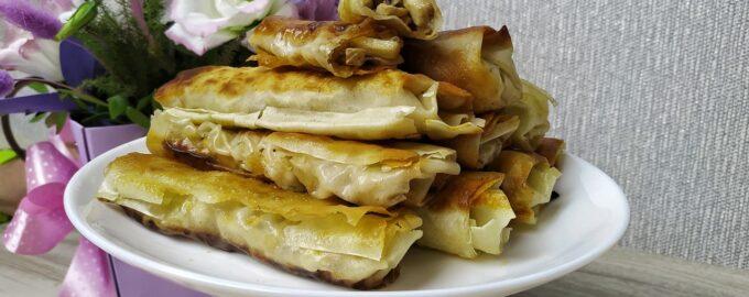 Закуска - рулет из лаваша (тесто фило) с курицей и грибами