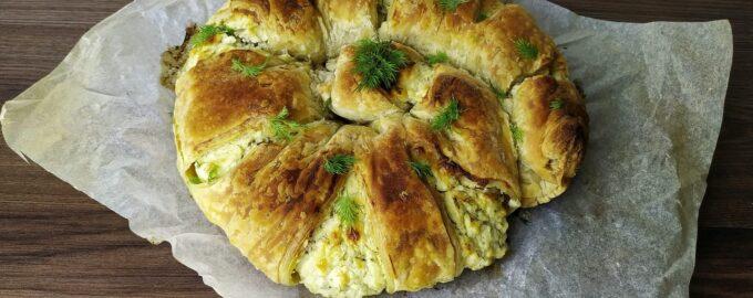 Пирог с сыром и творогом на слоеном тесте