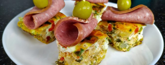 Закуска на праздник - Бандерилья (омлет с колбасой)