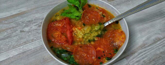 Чечевичный суп с колбасой чоризо