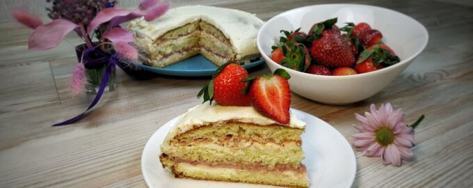 Клубничный торт с сырным кремом